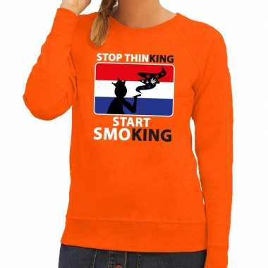 Oranje stop thinking start smoking sweater dames