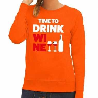 Time to drink wine tekst sweater oranje dames